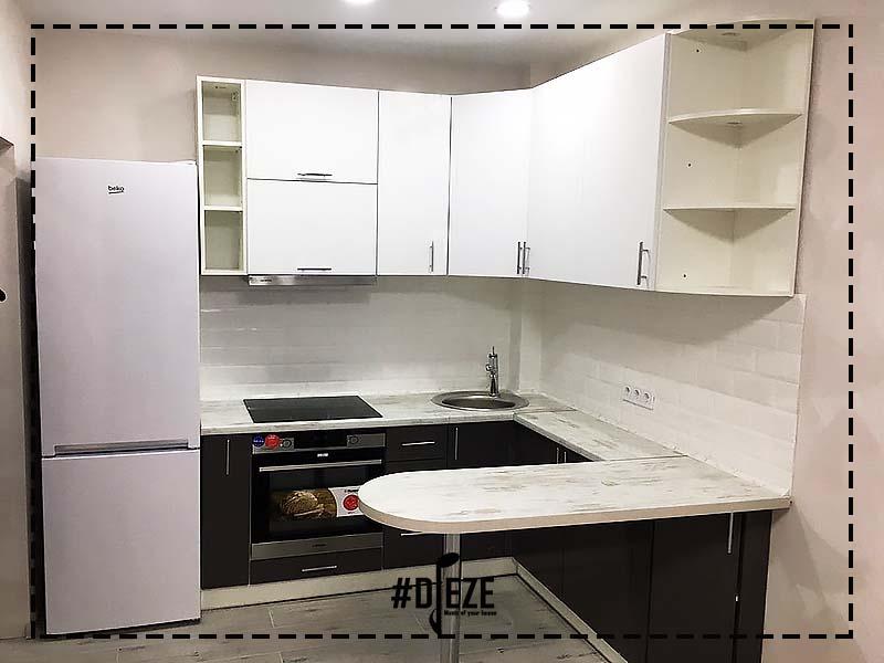 Кухня серо белая