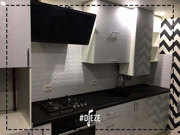 Белая кухня глянец с черной столешницей
