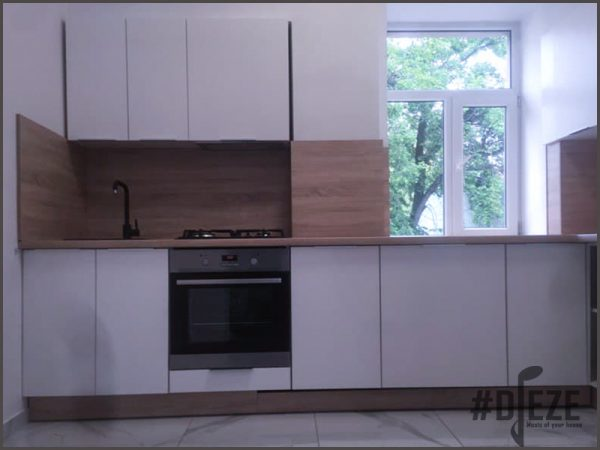 Кухня белая с деревянной столешницей