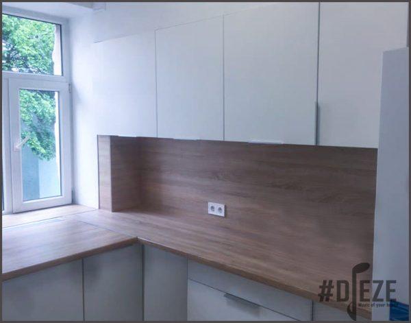 Белая кухня с агт панелью