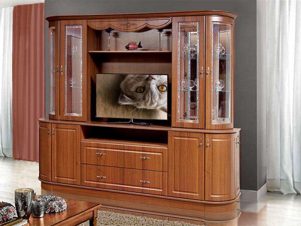 Гостиная Цезарь 2 в классическом стиле с витражнымии витринами инишей для ТВ